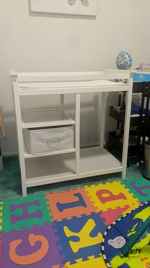 Free changing table first come first serve Emeryville for Sale in Oakland, CA
