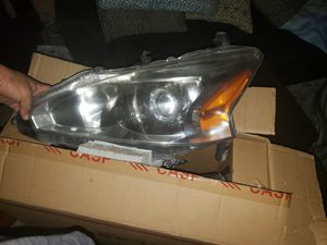 2013 headlight assembly used needs cleaning for Sale in Palm Valley, TX