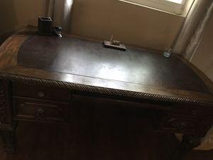 Beautiful Wooden Office Desk for Sale in Davie, FL