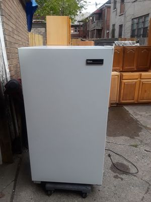 Small upright freezer for Sale in Detroit, MI