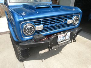 Bumper and winch Ford bronco for Sale in Tacoma, WA