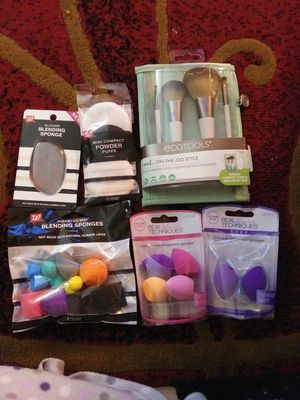 Beauty blender and brushes for Sale in Ramona, CA