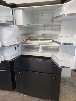 SAMSUNG REFRIGERATOR BLACK STAINLESS STEEL NEW for Sale in Houston, TX