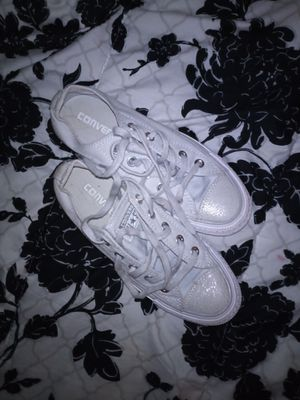 Converse women's 5 like NEW for Sale in Milwaukee, WI