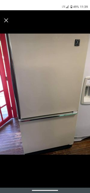 GE bottom freezer refrigerator for Sale in Roman Forest, TX