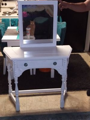 Desk/vanity for Sale in Huntington Park, CA