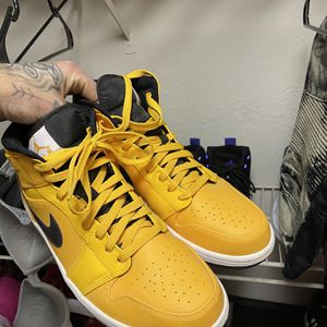 Yellow And Black Jordan 1's Size 10 for Sale in Murfreesboro, TN