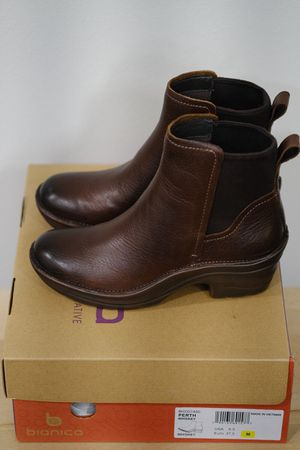 bionica Leather Ankle Boot, size 6.5 for Sale in Mercer Island, WA