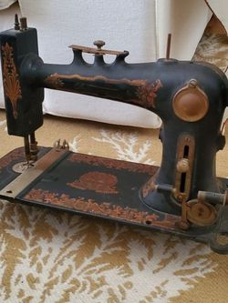 Antique Sewing Machine for Sale in St. Petersburg,  FL