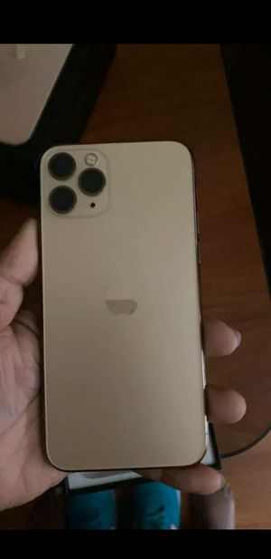 iPhone 11 pro max unlocked for Sale in Lawtey, FL