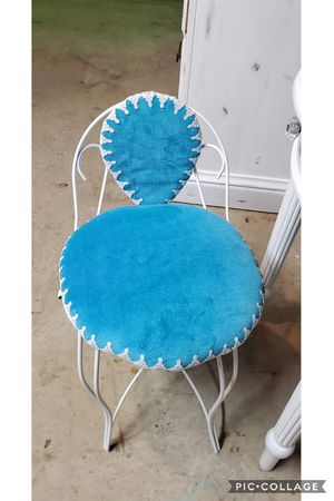 Vanity chair refinished for Sale in Cedar Hill, TX