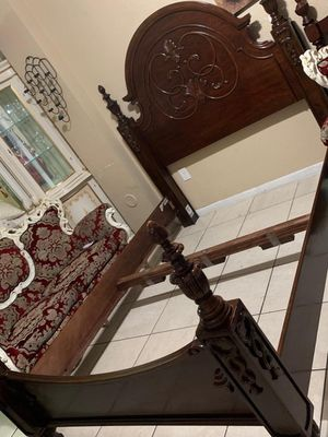 Queen bed frame no mattress for Sale in Miami, FL