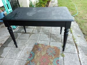 Lg desk or small table for Sale in Orlando, FL