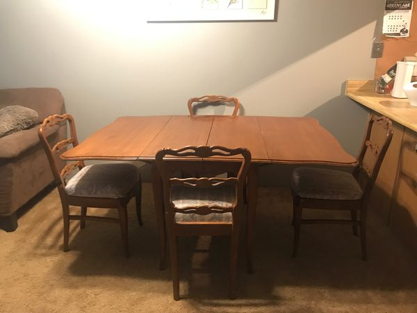 Foldable dining room table + 4 chairs