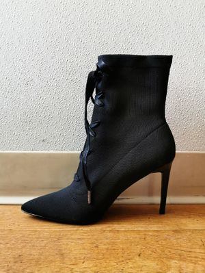 [SOLD OUT] KENDALL + KYLIE Vice Lace-Up Bootie 8.5 for Sale in Minneapolis, MN