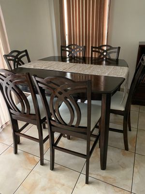 Dining table with 6 chairs for Sale in Kissimmee, FL