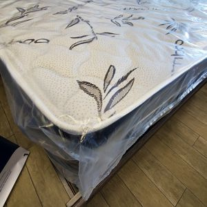 Queen Pillow Top Mattress Set - We Finance No Credit Needed for Sale in Orlando, FL