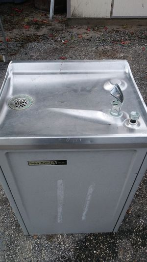 Freestanding water fountain 28 in high for Sale in Gulfport, FL