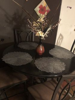 Table W/4 Chairs for Sale in Raleigh,  NC