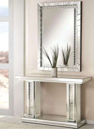 GLAM Mirrored Console Table with Crystal Insert / MESA ACENTO for Sale in Moreno Valley, CA