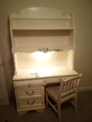 Desk with hutch for Sale in Spring Hill, TN
