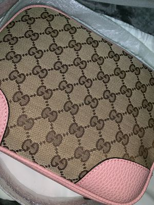 Gucci pink body bag for Sale in Walnut Creek, CA