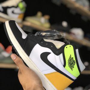 "Jordan 1 ""Volt"" Size 8 (Ig Wanderxhou ) for Sale in Houston, TX"