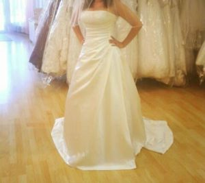 Maggie sottero wedding dress size 10 for Sale in Pasadena, CA
