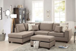 "Sectional sofa storage ottoman included/ reversible chaise 105""x 75"" for Sale in Glendale, CA"
