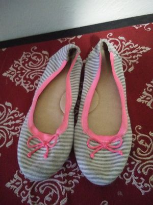 Cat & Jack Girl's dress shoes Size 2 for Sale in San Antonio, TX