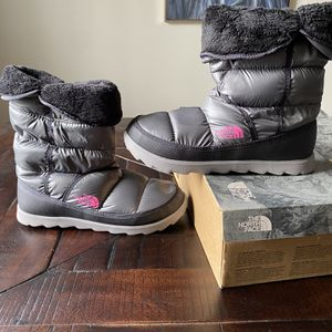 NEW NORTHFACE Womens Amore II for Sale in Southfield, MI