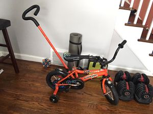 """12"""" boy bike with push handle and training wheels for Sale in The Bronx, NY"""