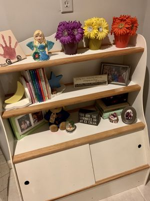 Child's wood bookcase toy chest combo for Sale in Smyrna, GA