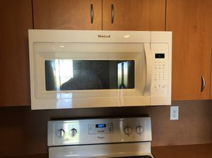 Whirlpool Microwave - Like New for Sale in Miami, FL