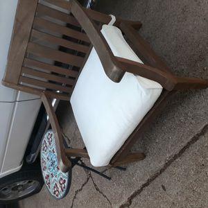 Vendo esta silla muy buenas condiciones incluye la mesita $60 for Sale in Arlington, TX