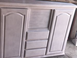 Dresser for Sale in Bakersfield, CA