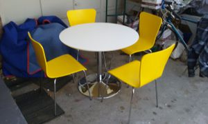 Mod look dining room table for Sale in Wichita, KS