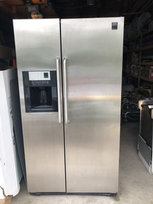 Fridgidare Professional Series Stainless Refrigerator for Sale in Glen Ellyn, IL