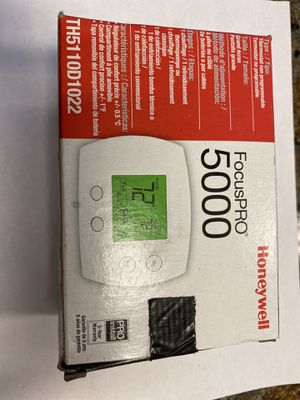 Honeywell FocusPRO 5000 Non-programmable thermostat for Sale in Hallandale Beach, FL