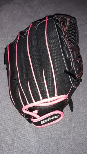 """Wilson Flash 12"""" youth fastpitch glove, right-hand throw for Sale in Springfield, PA"""