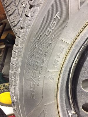 215/60R16 95T Goodyear snowtires for Sale in Winooski, VT