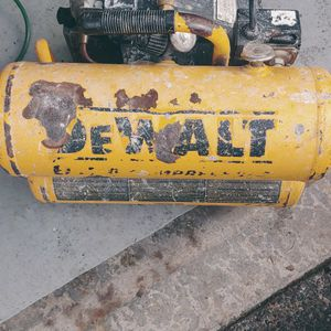 DeWalt Air Compressor Works Good for Sale in Auburn, WA