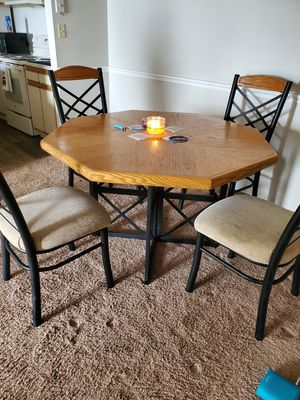 Kitchen table and chairs for Sale in Orlando, FL