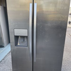 Refrigerator Whirlpool Good Condition Work Perfect for Sale in Naples, FL