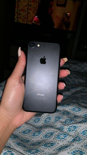 iPhone 7 32g for Sale in Worcester, MA