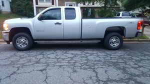 Chevy silverado 2500HD 2011 4x4 for Sale in Fort Washington, MD