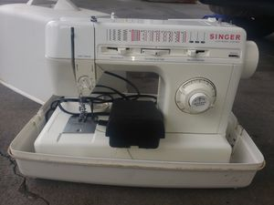 Singer sewing machine for Sale in Blue Springs, MO