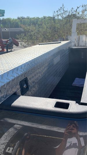 Craftsman full size truck bed tool box for Sale in Santa Ynez, CA