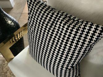 Pier One Decorative Pillows $25 for Sale in Miami,  FL