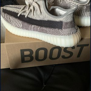 Yeezy Boost 350 V2 Zyon SIZE 10.5(NEVER WORN BRAND NEW) for Sale in West Covina, CA